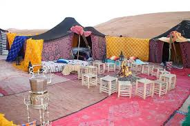 Camp in middle of desert
